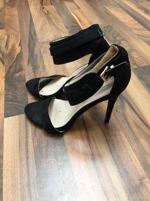 Sandały na obcasie czarny