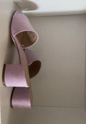 Czółenka z paskiem w kształcie litery T jasny fiolet