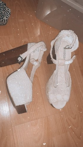 Schuhe aus Häkelstoff