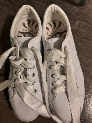 Schuhe Bugatti.