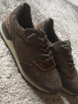 Schuhe der Marke bugatti