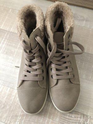 Zapatillas con velcro marrón grisáceo