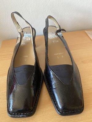 Pantofel czarny