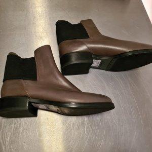 Clarks Chelsea Boots grey brown