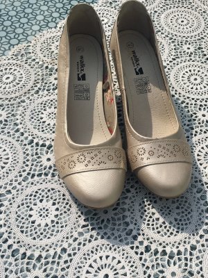 Zapatos de tacón con barra en T crema
