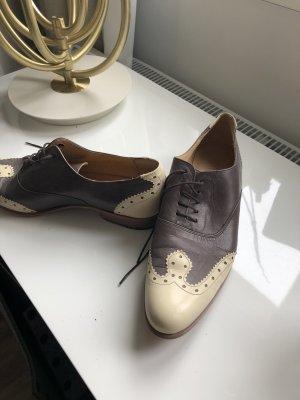 Schuhe im Budapesterstil