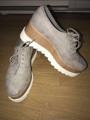 Schuhe mit hoher Sohle