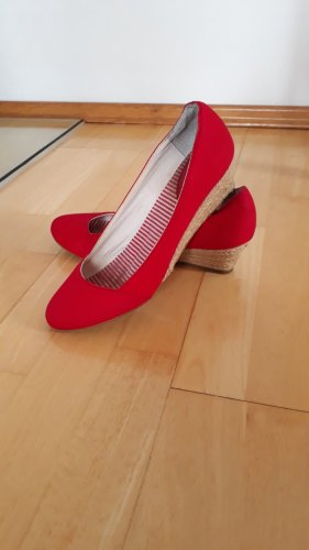 Akira Slip-on Shoes red