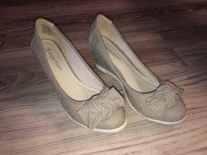 Schuhe mit Keilabsatz