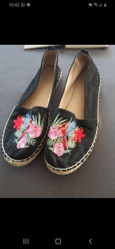 Schuhe mit Stickerei