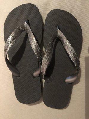 Schuhe Sandaletten Zehentrenner HAVAIANAS grau GR: 37-38 NEU