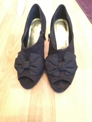 Schuhe schwarz Schleife