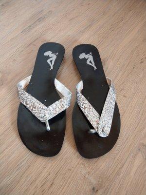 Graceland Flip-Flop Sandals silver-colored-black