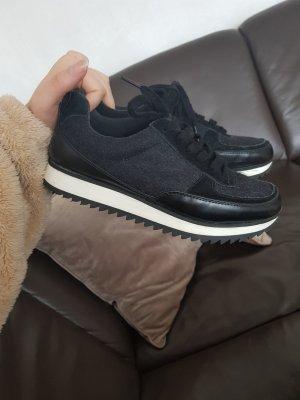 Schuhe/Sneaker