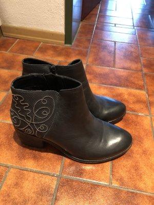 Schuhe Stiefeletten mit Absatz schwarz Bullboxer Gr. 39 NEU