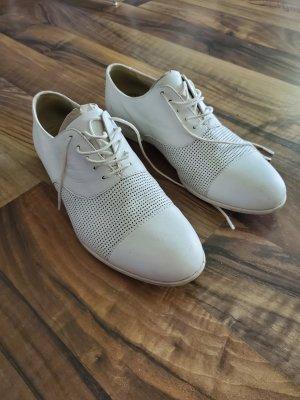 Vagabond Wingtip Shoes white