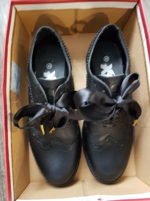Xti Wingtip Shoes black