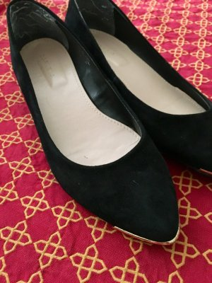 Schuhklassiker, schwarz, kleiner Keilabsatz