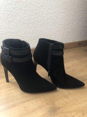 Schuhschrank-Räumung  Stiefeletten