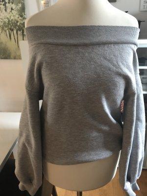 Schulterfreier grauer Sweater