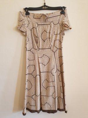 Schulterfreies Baumwollkleid mit afrikanischem Muster