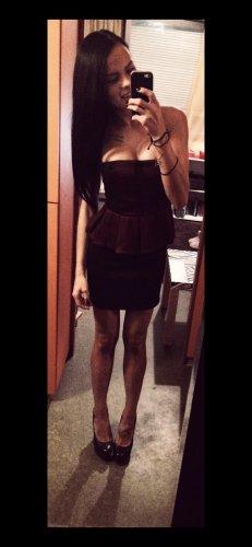 Off-The-Shoulder Dress black-carmine