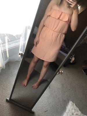 Schulterfreies Kleid in apricot von Pimkie in Größe 38