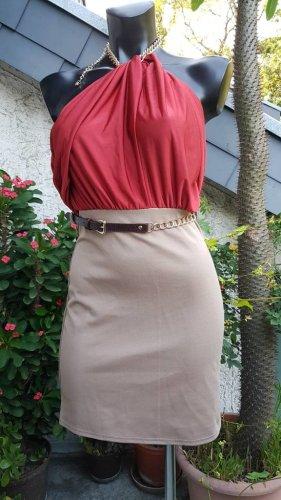 schulterfreies Kleid in bordeaux rot und beige