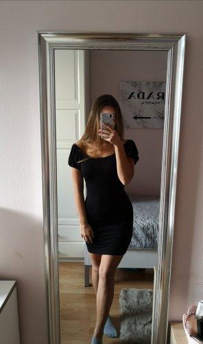 Schulterfreies Kleid mit Puffármeln