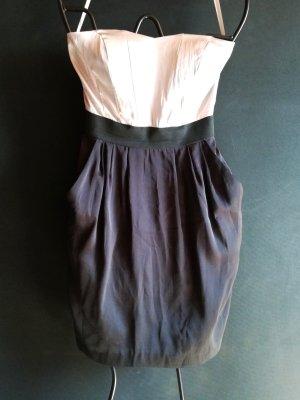 Schulterfreies Kleid mit Taschen