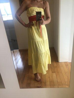 Schulterfreies langes Sommerkleid