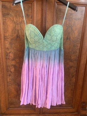 Schulterfreies Sommerkleid aus Australien