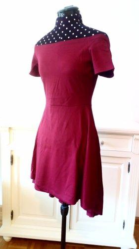 Schulterfreies Vokuhila-Kleid