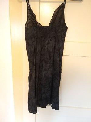 schwarz-dunkelgraues Sommerkleid