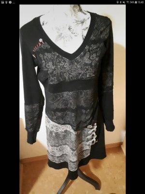 Schwarz gemustertes Kleid