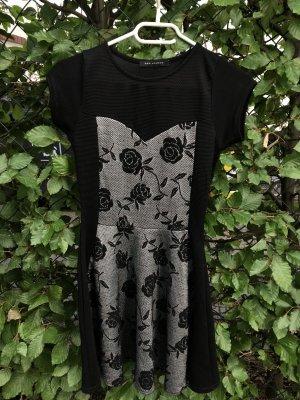Schwarz/ graues Kleid mit Rosen