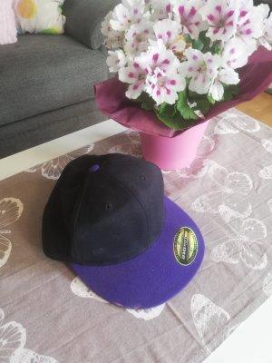 Schwarz lila Kappe von Flexfit