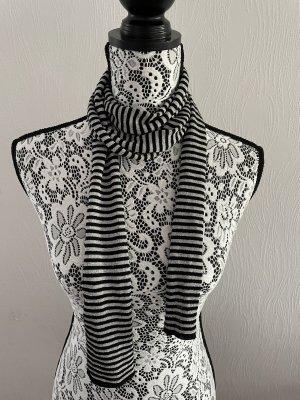 Schwarz-Silbern gestreifter Schal von OVS