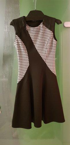 Schwarz weis Kleid mit Leder Rinacimento