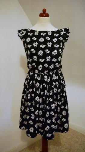 Schwarz/weiß geblümtes Sommerkleid