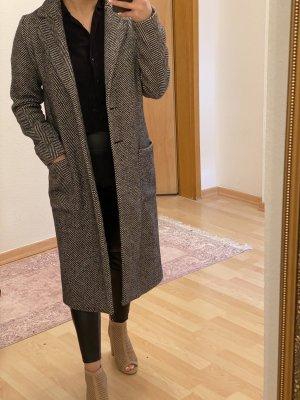 Schwarz/weiß gemusterter langer mantel