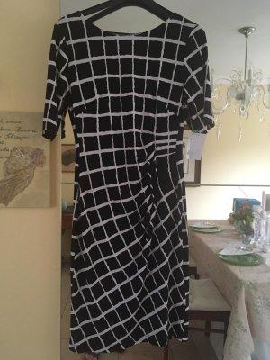 Schwarz-weiss gemustertes Kleid von connected apparel, Gr. S