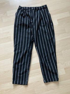 schwarz-weiß gestreifte Hose mit Bundfalten