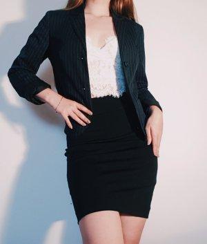 Schwarz-weiß gestreifter Kurz-Blazer mit Schulterpolstern (Sisley)