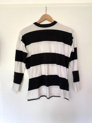 Schwarz-weiß gestreiftes Langarmshirt
