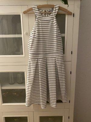 Schwarz - weiß gestreiftes Minikleid zu verkaufen