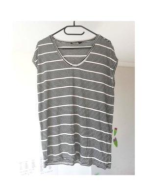 Schwarz-weiß gestreiftes Shirt