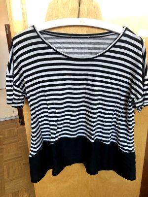 Schwarz-Weiß gestreiftes T-Shirt