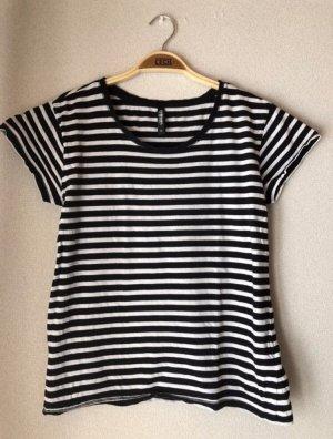 Schwarz/weiß gestreiftes Tshirt