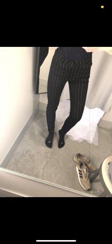 Schwarz-weiß karrierte Hose